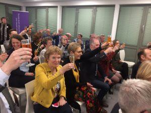 We heffen het glas op de promotie van Sophie, de transformatie van JSO en het veld!