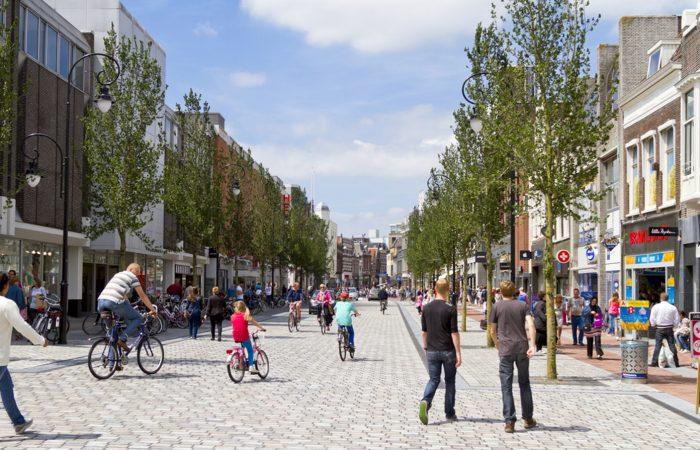 Winkelstraat in Nederlandse stad